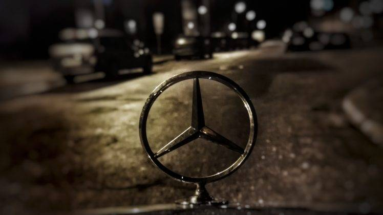 Daimler Feels Luxury Brand Can Stand On Its Own