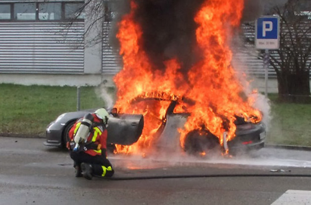 Arsonists Destroyed Two Porsches in Plimouth, UK